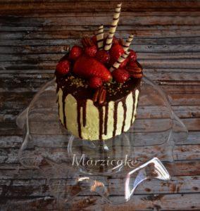 Lehký pistáciovo čokoládový dortík s jovocem