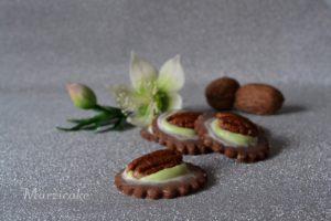 Ořechovo-pistíciová kolečka s pekaninovým ořechem+čermeřice+logo