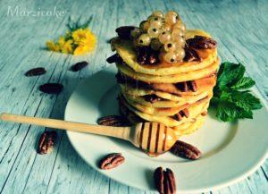 Lívanečky s ořechy a syrupem